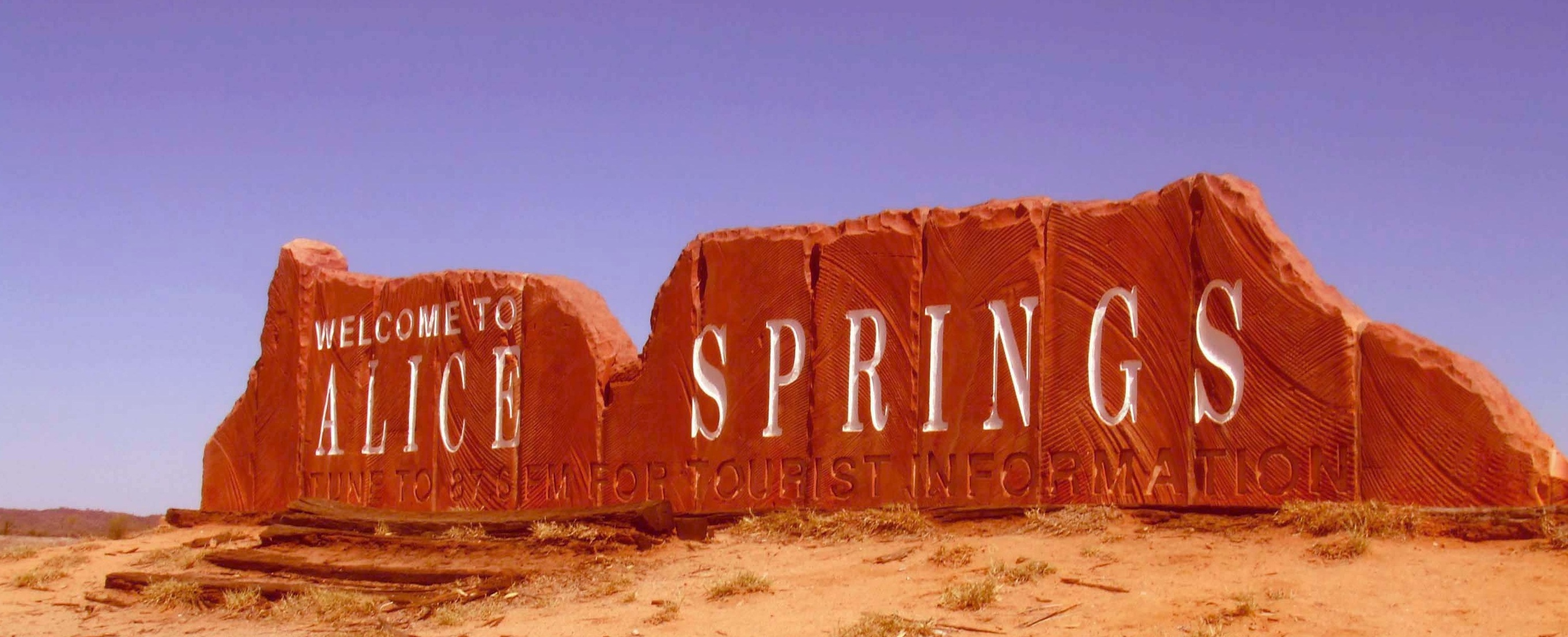 5542755f-6402-498d-afeb-eead417de47dAlice-Springs-Welcome-Sign